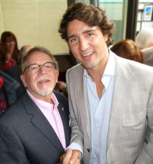 Le premier ministre Justin Trudeau avec le maire de Hampstead, M. Steinberg, à la Conférence fédérale des municipalités
